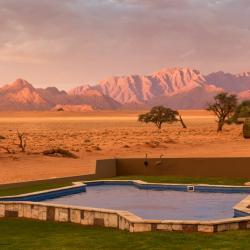 Poolbereich an der Sossusvlei Lodge